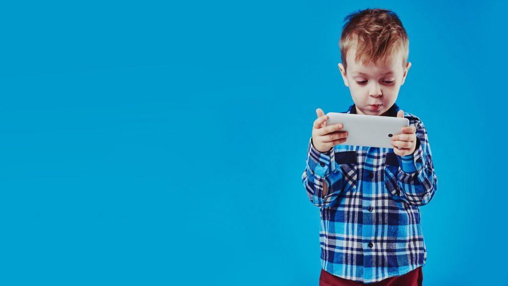 Child using tablet- mobile blogging